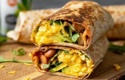 Recept - Rýchle raňajkové burrito s fazuľou, avokádom a vajíčkami